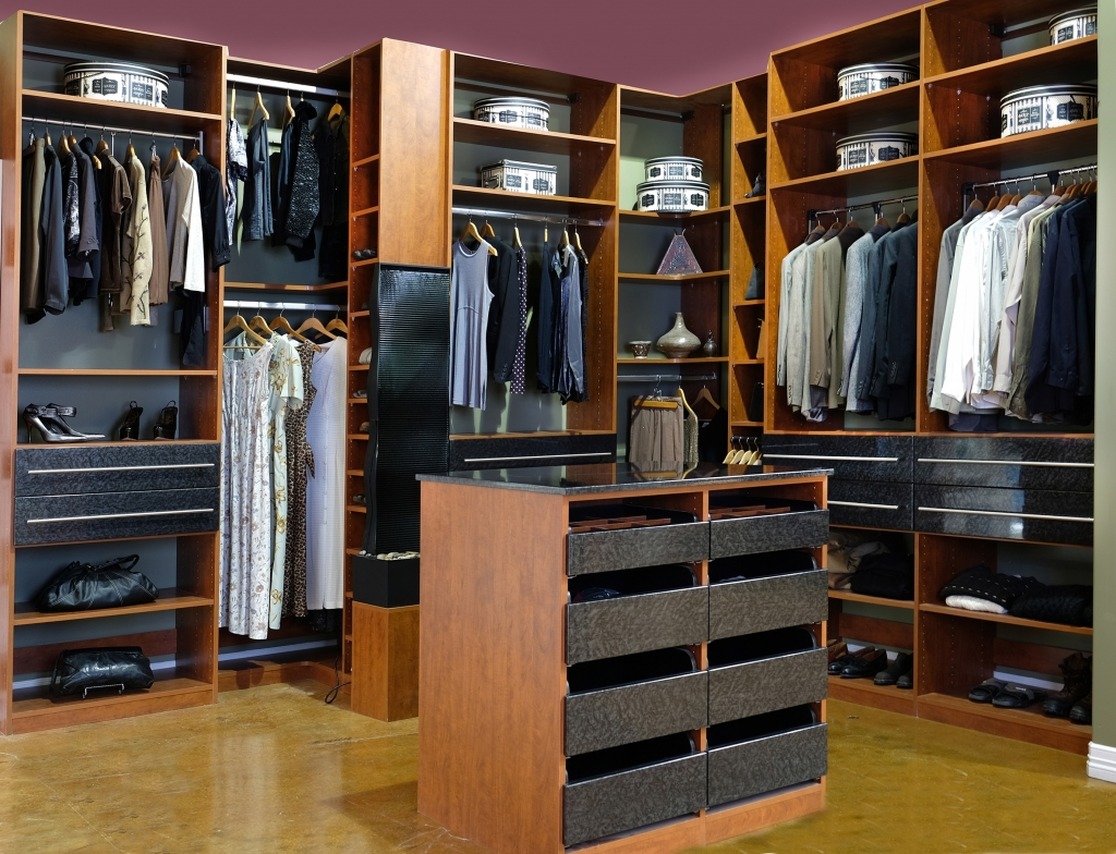 closets to go master walk in closet organizer custom closet organizers for wardrobes. Black Bedroom Furniture Sets. Home Design Ideas